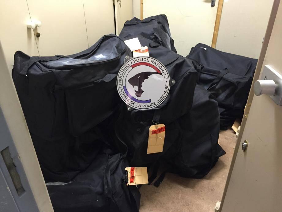 Les 506 kg de résine de cannabis étaient dissimulés dans des sacs, à l'arrière d'un véhicule qui a fait un aller-retour entre Toulon et Mulhouse. Une saisie exceptionnelle.