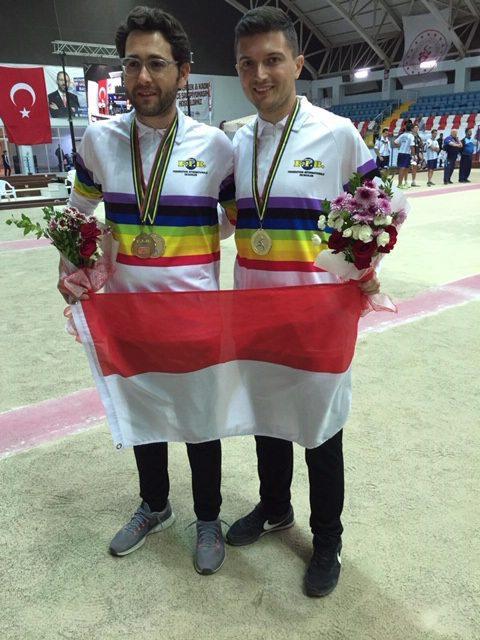 Andy Garcia et Nicolas Laugier portant fièrement le maillot de champions du monde.(DR)