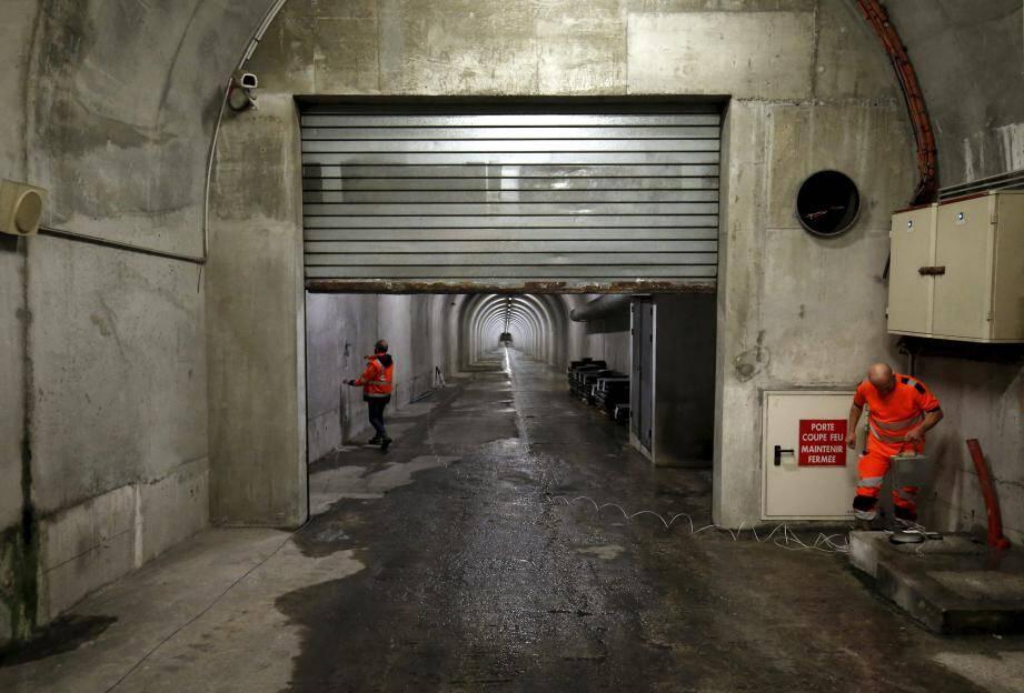 La future galerie d'évacuation sera percée sur 1 100 mètres à partir de la gauche de la galerie « SNCF » (ci-dessus), qui relie le tunnel Rainier-III à la station de trains.