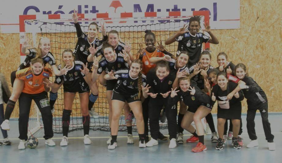 Les filles lors de leur sixième victoire.