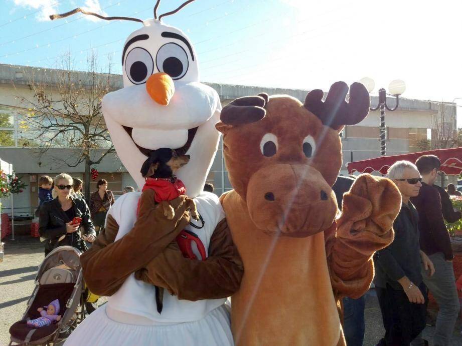 Cette année Simba et la Reine des neiges succéderont à Olaf et le Renne du Père Noël pour le bonheur des enfants.