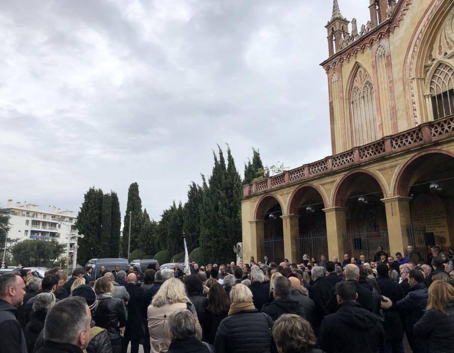 Plusieurs centaines de personnes ont rendu hommage à Gilbert Melkonian, hier, au monastère de Cimiez.