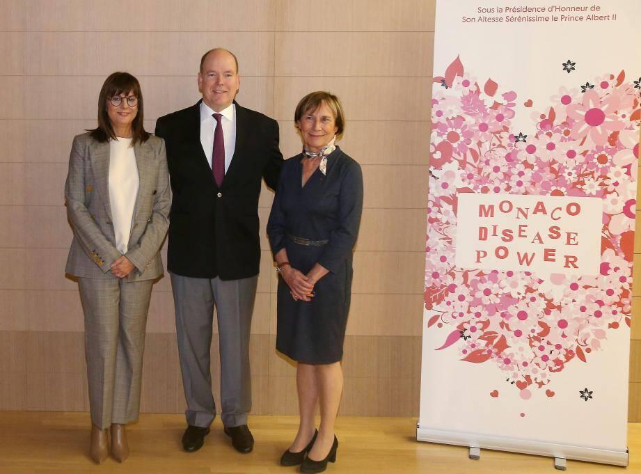 Autour du prince Albert II, la présidente de Monaco Disease Power, Muriel Natali-Laure, et le professeur Catherine Barthélemy.