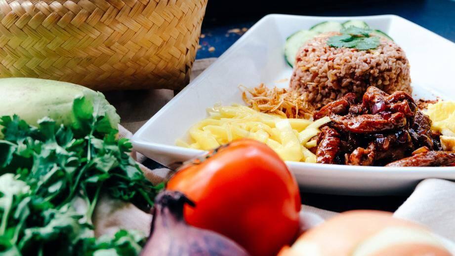 Dans son livre, le docteur Jean-Philippe Zermati démontre, exemples à l'appui, que « l'on peut aussi bien maigrir en mangeant des pizzas surgelées, que grossir en mangeant des légumes bio. »