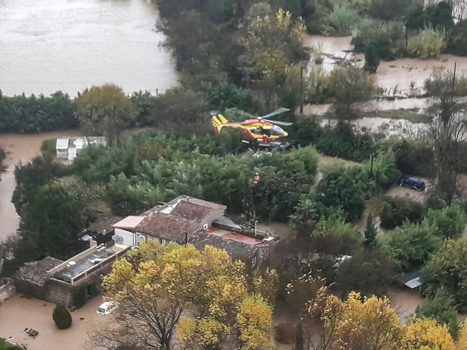 Trente-huit personnes ont été sauvées par hélitreuillage.