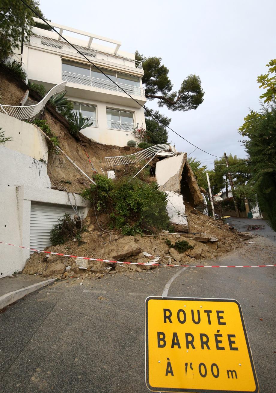 Au numéro 36 de l'avenue du Dauphiné hier, un mur a lâché. Pas de victimes, mais de gros dégâts, comme sur l'ensemble des collines niçoises.
