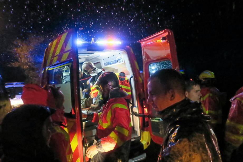 Il aura fallu plus d'une heure aux pompiers pour libérer le vieil homme, en état d'hypothermie.