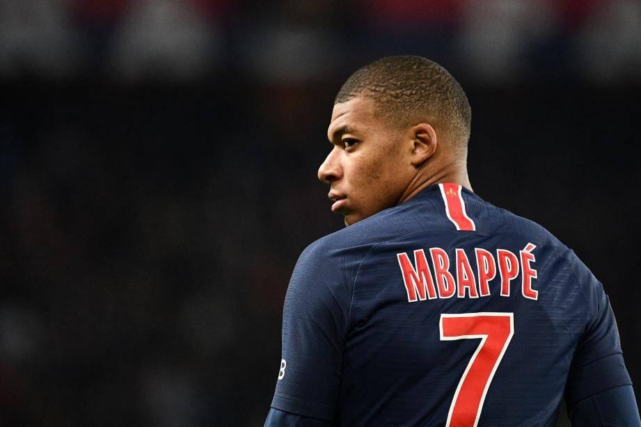 Mbappé est toujours dans le collimateur du Real. Et il se fait tirer l'oreille pour prolonger au PSG... Mais il lui reste encore 2 ans de contrat à Paris.(Ph. AFP)