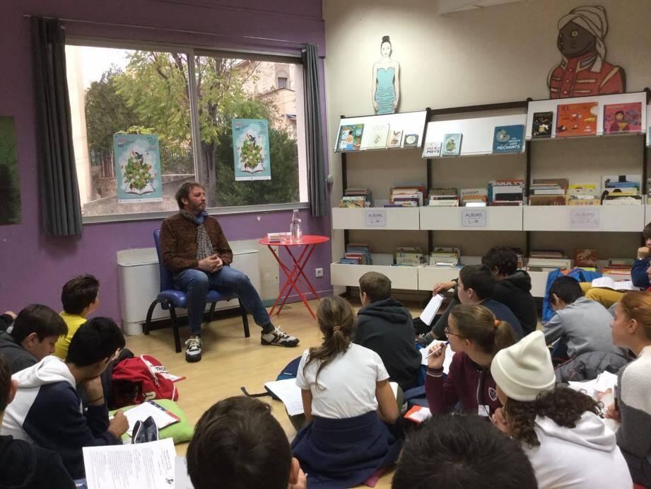 Vincent Cuvellier, très proche des élèves, a raconté, avec simplicité, comment il parvenait à exprimer des sensations en écrivant.