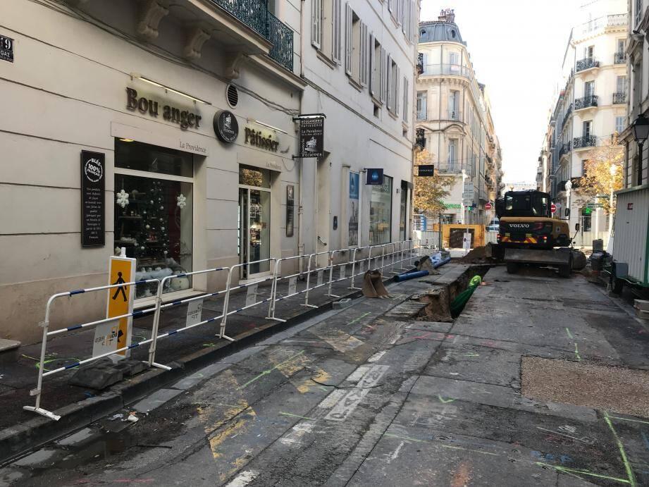 Outre le chantier de la rue Peiresc, Chantal et Régie Arnaud, de la boulangerie La Providence, regrettent qu'un panneau indiquant l'ouverture des commerces n'ait été installé qu'il y a quelques jours.
