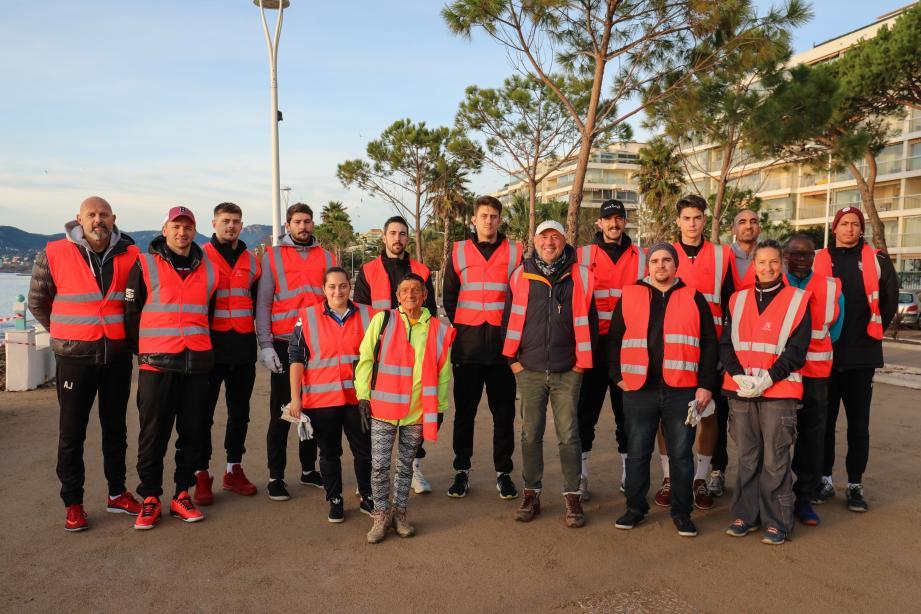 Dès lundi, les bénévoles étaient à pied d'œuvre dans la vallée de la Siagne et sur les plages de La Bocca.(DR)
