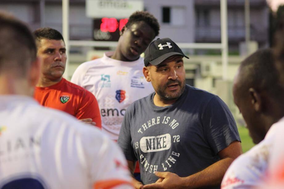 Les entraîneurs seynois Fred Arniaud et Julien Capdeillayre regrettent le manque d'engagement et les trop nombreuses fautes d'indisciplines de leurs joueurs.