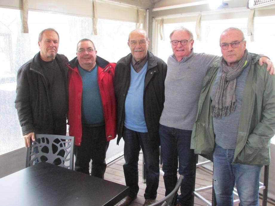 Une bande d'amis avant-tout : le secrétaire Alain Collas, le trésorier Jacky Doualle, Momon auprès de Patrick, et enfin le vice-président Michel Gueirard.