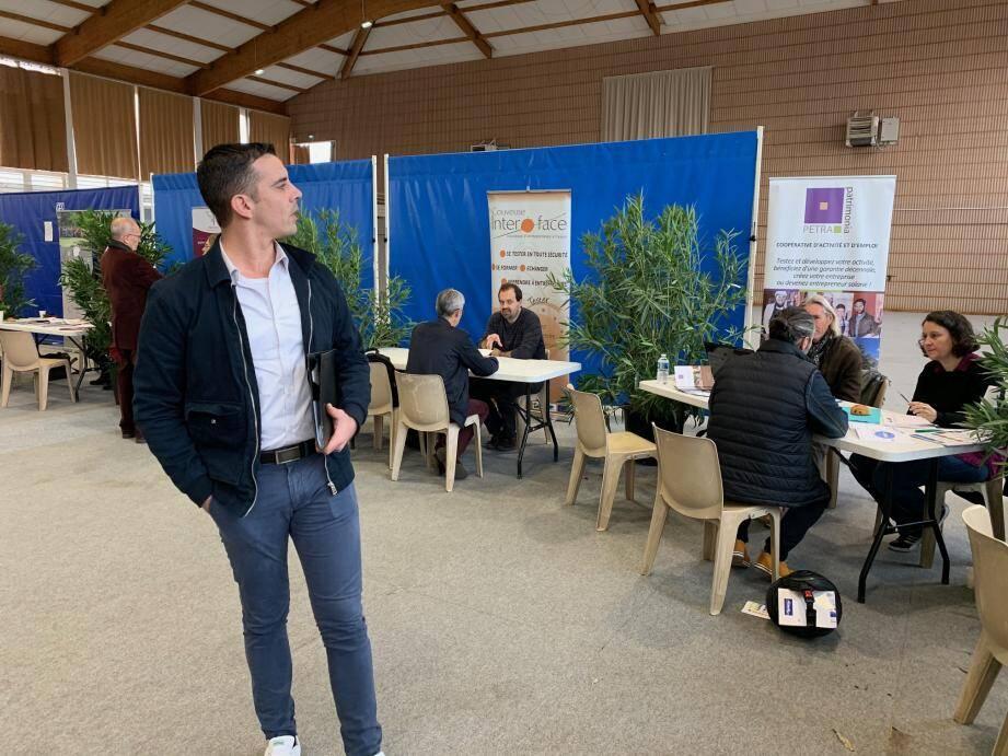 Comme Bertrand Levasseur, chef des ventes chez Yoursoft (création de sites Internet), près de 300 entrepreneurs ont visité le 2e Forum du même nom. Une sacrée réussite.(Photso F. DA. et DR)