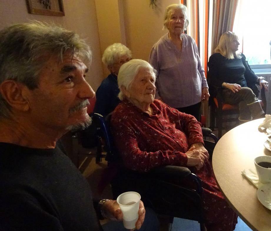 Cinq générations étaient présentes pour célébrer les 103 ans de Germaine Piluso, décorée pour l'occasion de la médaille de la ville.