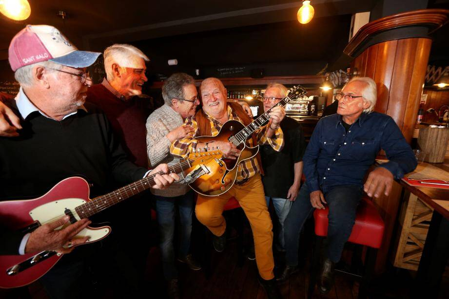 """Le nombre des années n'a pas altéré la passion musicale des """"Adelphes"""", groupe emblématique des années soixante à Saint-Raphaël."""
