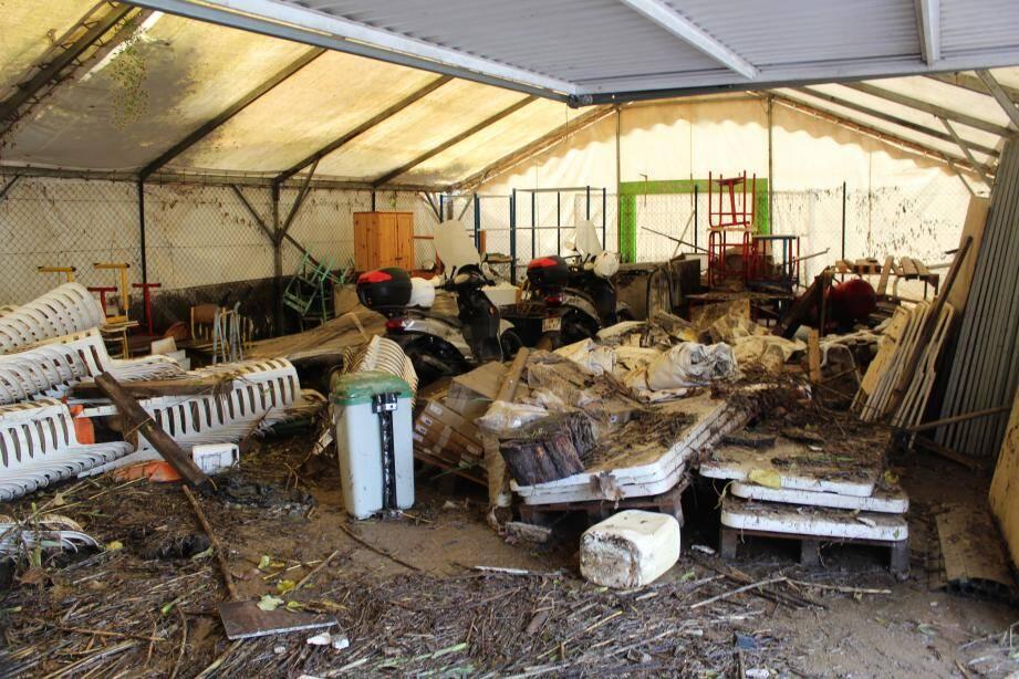 45 cm de boue ont détruit 80 à 90 % du matériel technique.