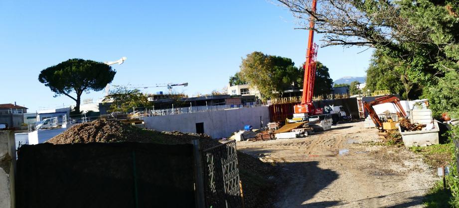 Les travaux de restructuration et d'extension du groupe scolaire Jean-Moulin à Antibes se poursuivent.