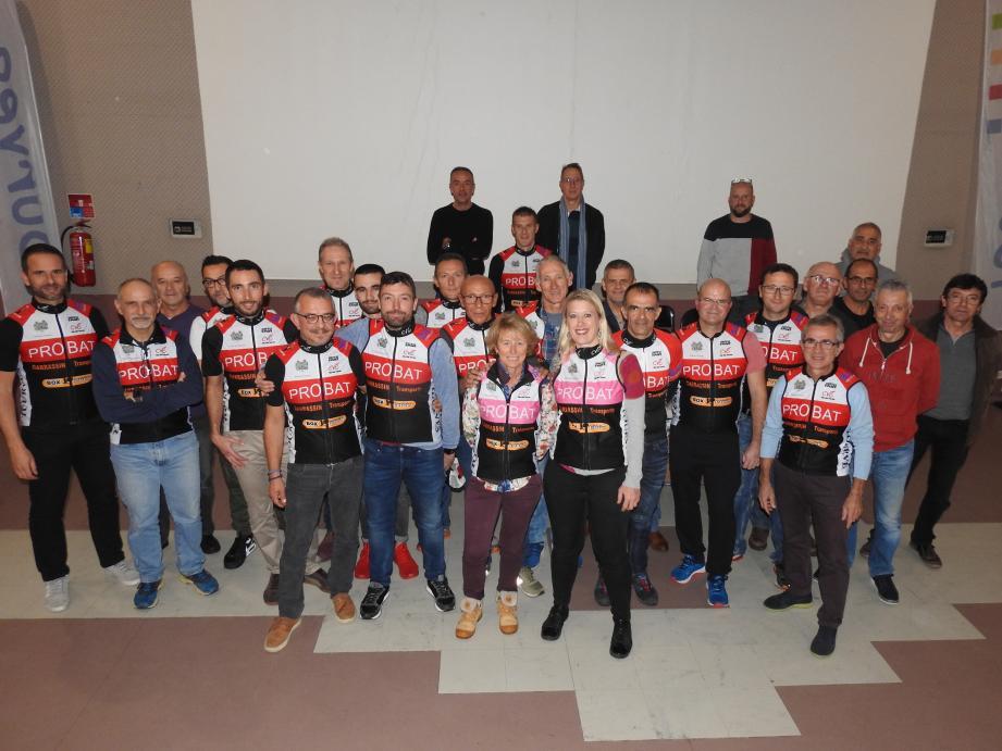 Avec leurs nouvelles tenues, les cyclistes sont parés pour l'année.