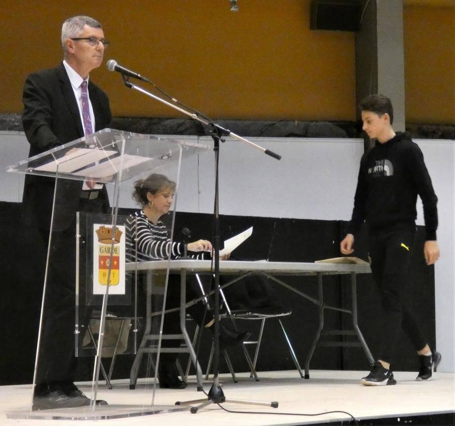 Le principal Michaël Helferstorfer et Alexia Massoni, principale adjointe ont remis près de 150 diplômes.