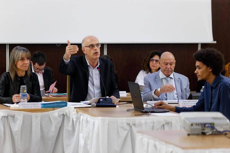 Aucune contradiction pour Ferdinand Bernhard au dernier conseil municipal. Seuls deux membres de l'opposition étaient présents, et ne sont pas intervenus lors du débat d'orientations budgétaires.