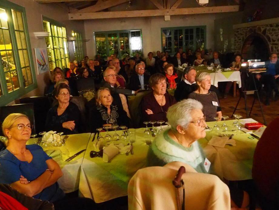 Conférence, repas, tombola et convivialité avec les Matriochkas au cœur de l'auberge du Mont Salva.