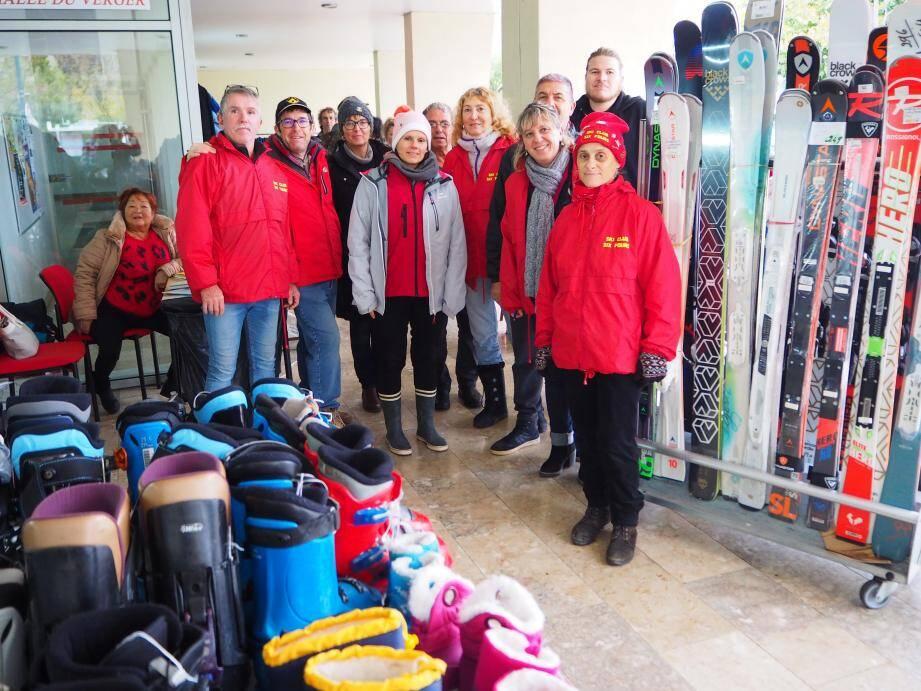 La présidente Valérie Parmentier est entourée de plusieurs bénévoles pour assurer l'organisation du Ski Club.