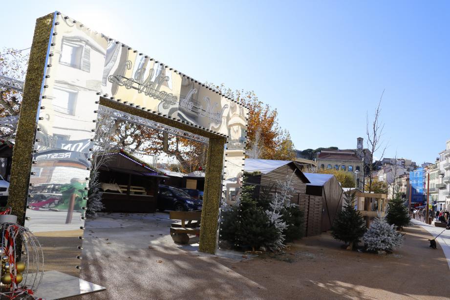 L'entrée du village, située sur Félix-Faure est fermée et sécurisée par un système de plots. De l'autre côté, des jardinières ont été positionnées sur les trottoirs pour éviter les intrusions.
