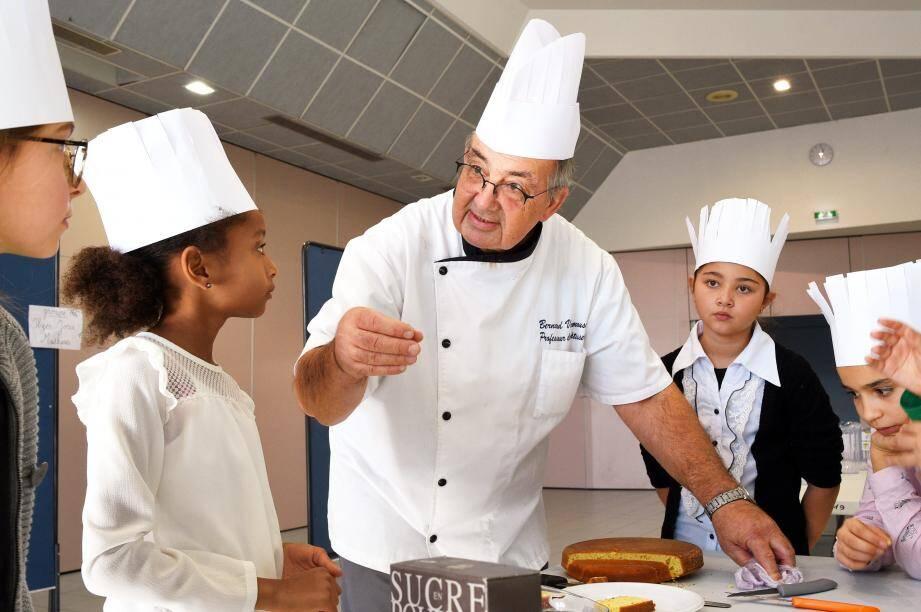 Le chef Bernard Vaumousse a captivé l'attention des enfants.