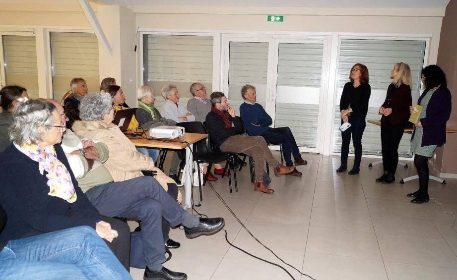 De gauche à droite, Laurence Tornato, Mylène Devolder et Nadja Brooks, ont présenté le film et animé un débat.
