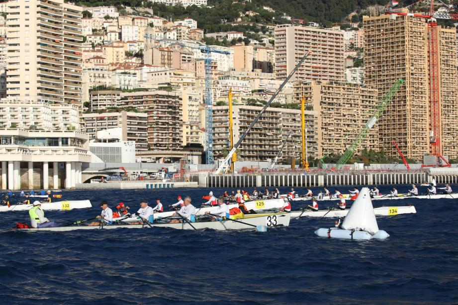 La boucle de 6 km, devant le port Hercule, avait des airs de montagne russe hier. Le duo monégasque Mathieu Monfort-Giuseppe Alberti confirmant sa 3e place aux Mondiaux de Hong Kong avec une course tout en maîtrise et de bon augure avant les finales du jour.