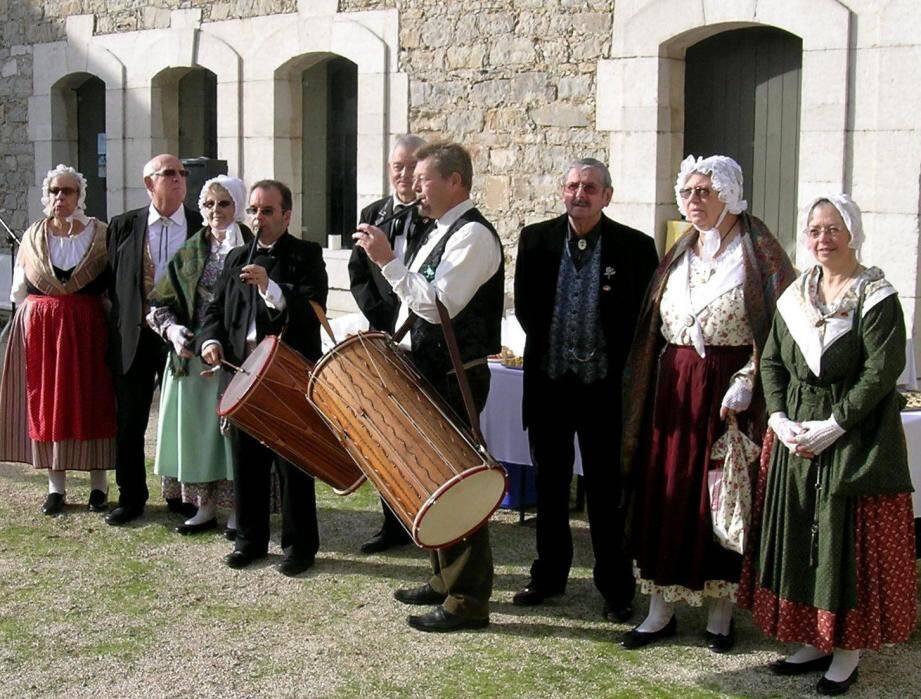 Lei Cigalouns Segnen, une solide équipe désireuse de faire vivre les valeurs du terroir provençal.