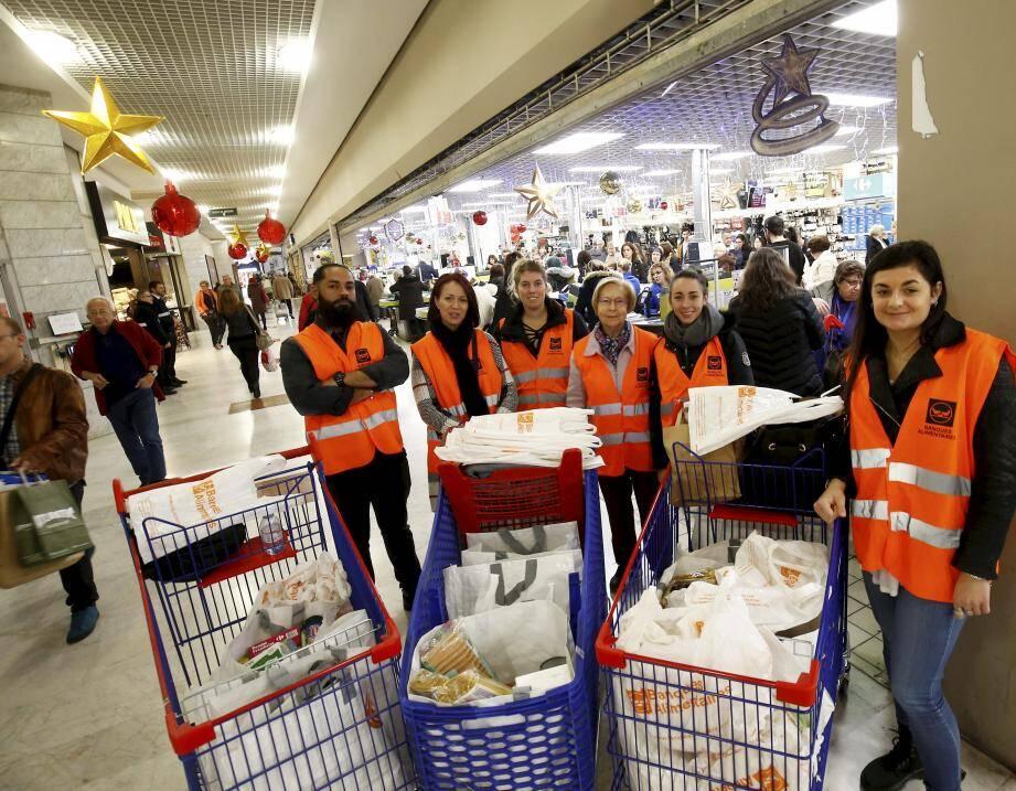 Les « Gilets oranges » de la Banque alimentaire mobilisés à Mayol.