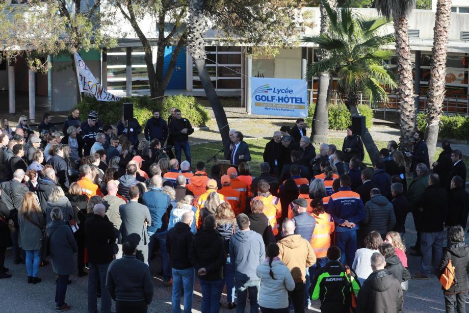 Hier matin, une photo du Golf-Hôtel sous les eaux a accueilli le président de Région Renaud Muselier (au centre) qui a annoncé la reconstruction du lycée.