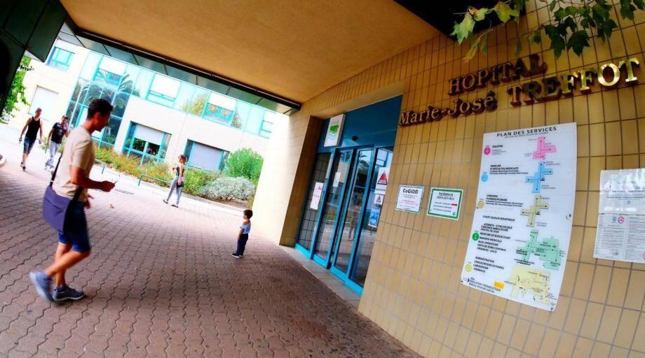 """La direction du centre hospitalier de Hyères se dit """"indignée par l'interprétation des faits par des professionnels pourtant au fait du problème posé""""."""