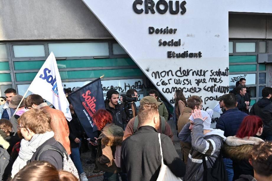 Mots d'Anas K. écrits sur la façade du Crous à Lyon où l'étudiant s'est immolé, le 12 novembre 2019