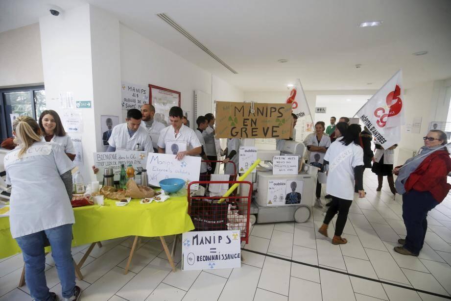 Les manipulateurs d'électroradiologie médicale à l'hôpital d'Antibes étaient en grève ce jeudi matin.