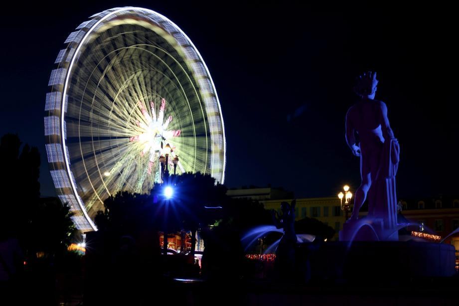 La grande roue de la place Masséna de Nice ouvre le 6 décembre.