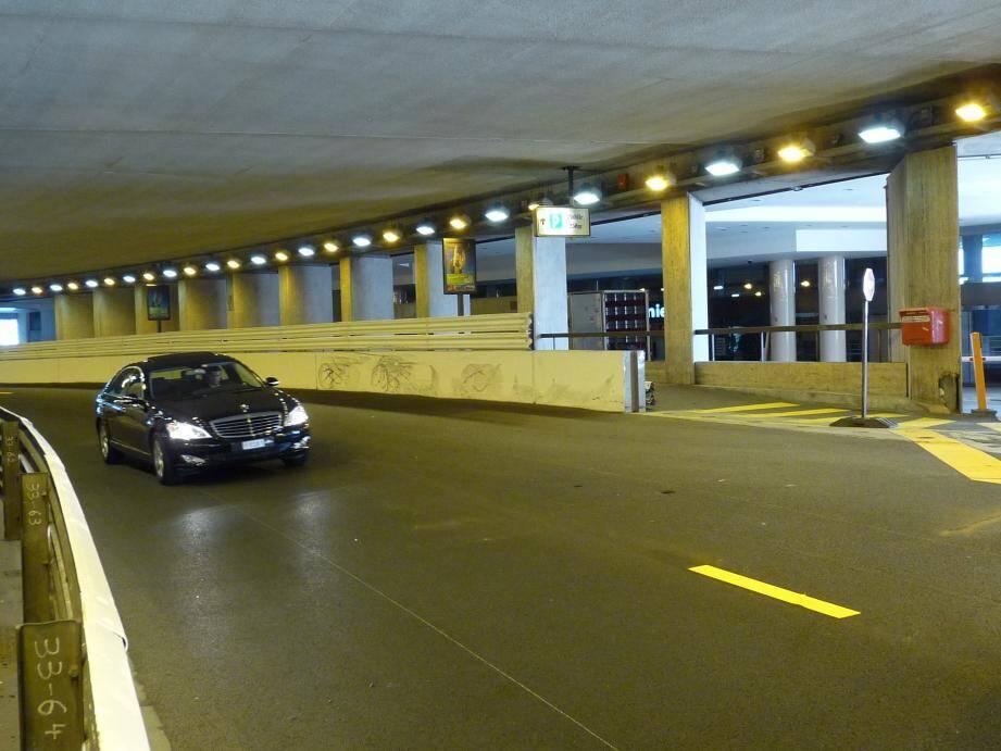 L'accident s'est produit sous le tunnel Louis-II.