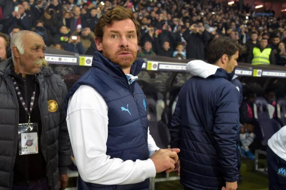 L'entraîneur de l'OM André Villas-Boas suit le match contre Toulouse en L1, le 24 novembre 2019 à Toulouse