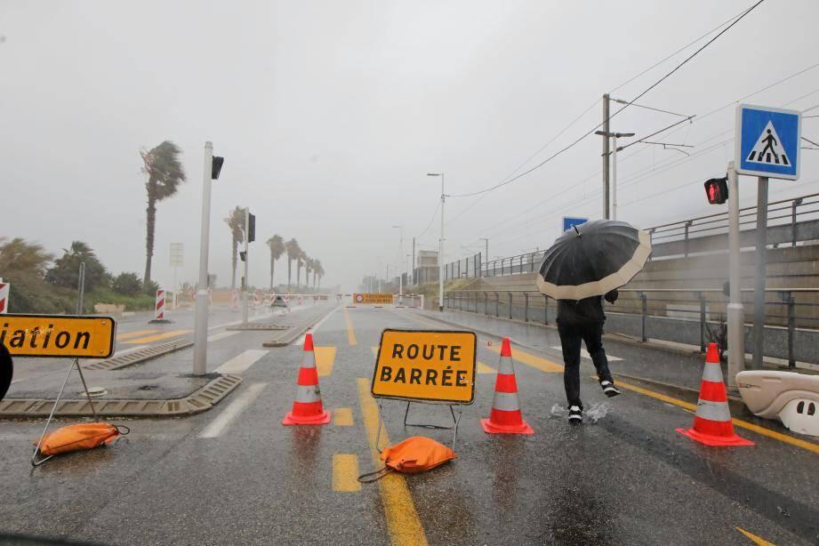 La route du bord de mer entre Antibes et Villeneuve-Loubet pourrait être coupée au niveau de la Siesta, ce vendredi.