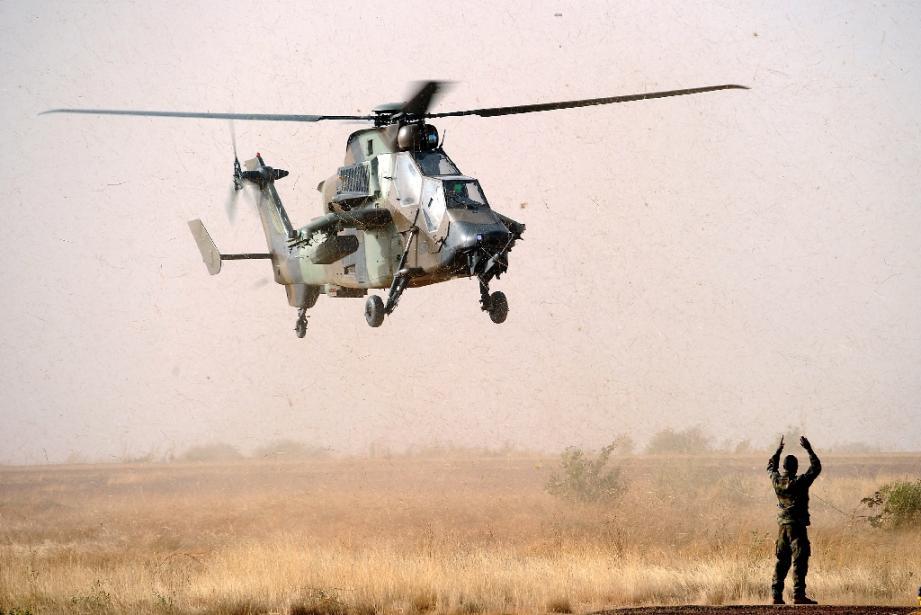 Un hélicoptère Tigre de l'armée française se pose à l'aéroport de Mopti, le 2 février 2013 au Mali
