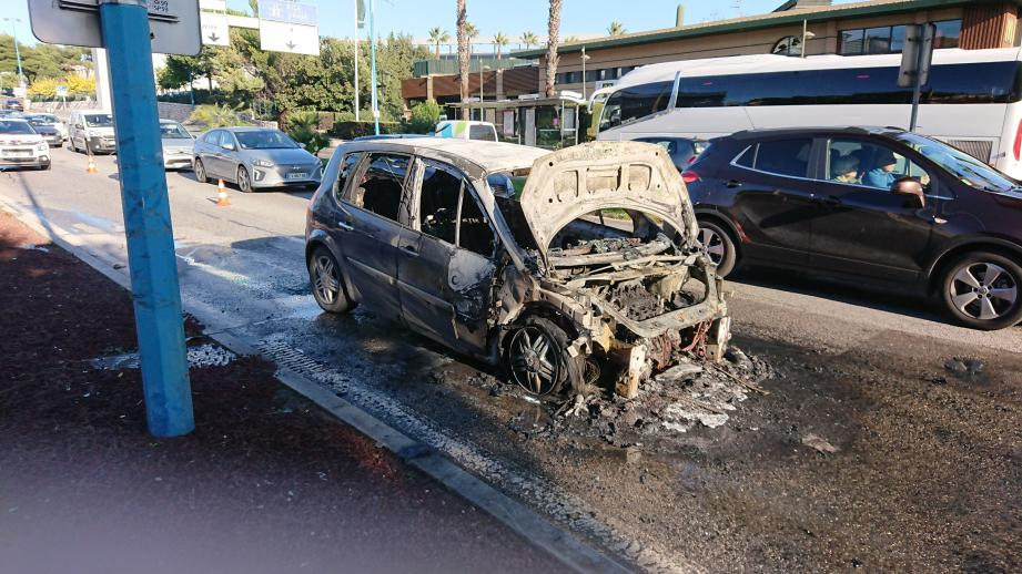 La voiture est située route de Grasse, à Antibes.