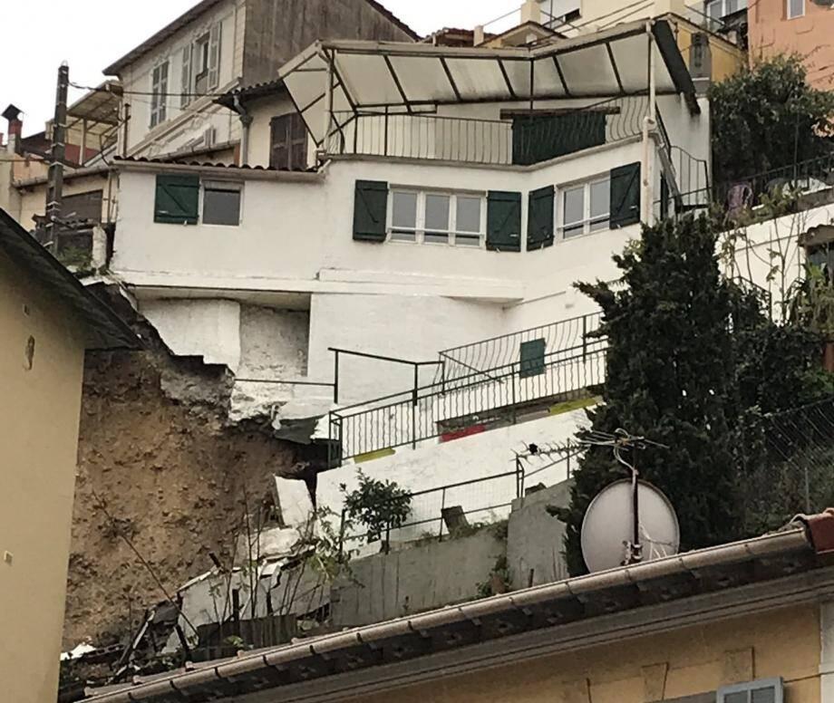L'éboulement, ce samedi matin avenue de Pessicart, a contraint à l'évacuation de neuf personnes.