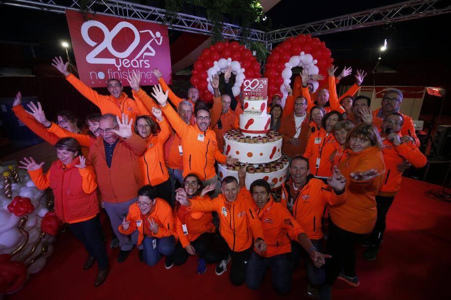 les bénévoles se sont réunis ce jeudi soir autour d'un gâteau géant pour une soirée d'anniversaire et un karaoké ou les déguisements étaient également les bienvenus.