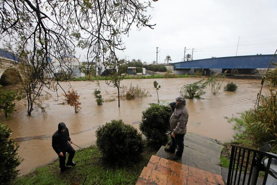 Dans le secteur antibois de la Brague, samedi, le cours d'eau est sorti de son lit, inondant les riverains.