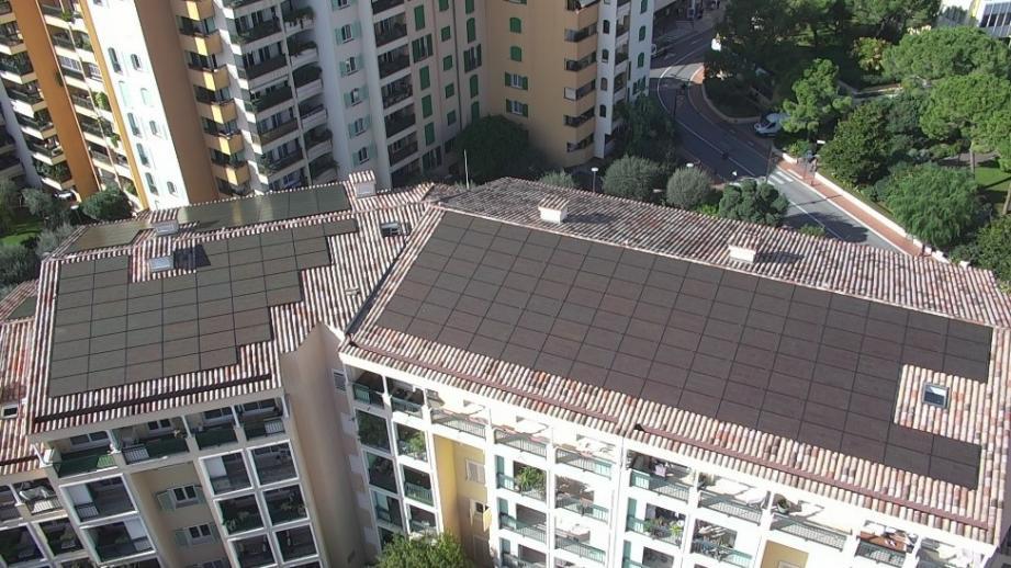 299 panneaux photovoltaïques ont été installés sur la caserne.