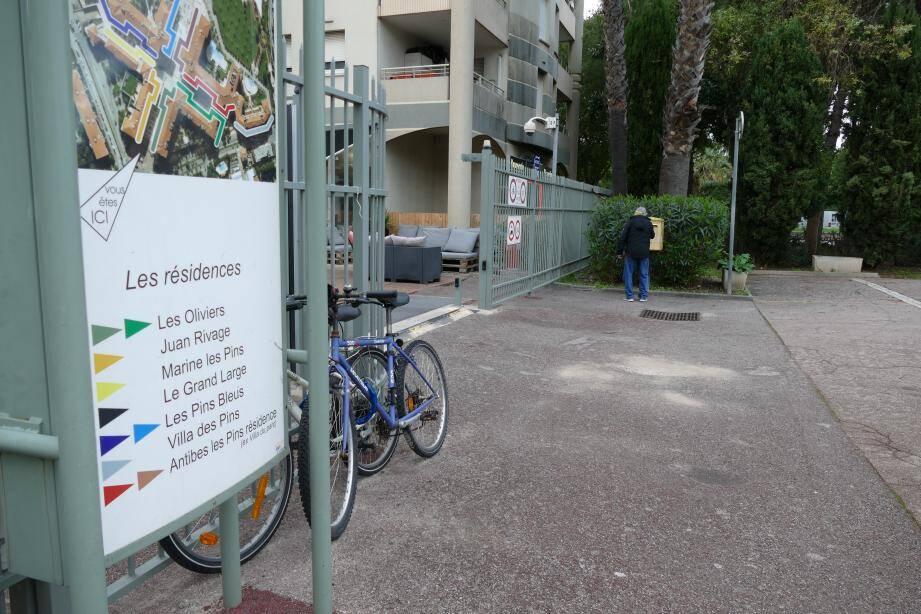 De réels problèmes de distribution de courrier au 55 avenue de Cannes. Les facteurs ne parviennent pas à rentrer dans certaines résidences. Pour les colis, la voiture n'a souvent pas accès au bâtiment.
