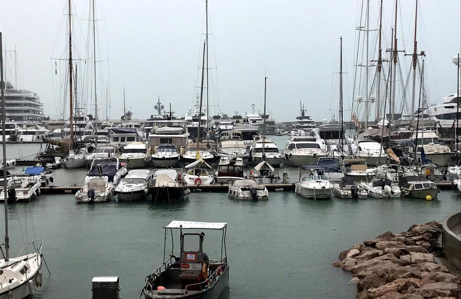 L'eau était extrêmement haute hier dans les ports de la Principauté, comme ici à Fontvieille.