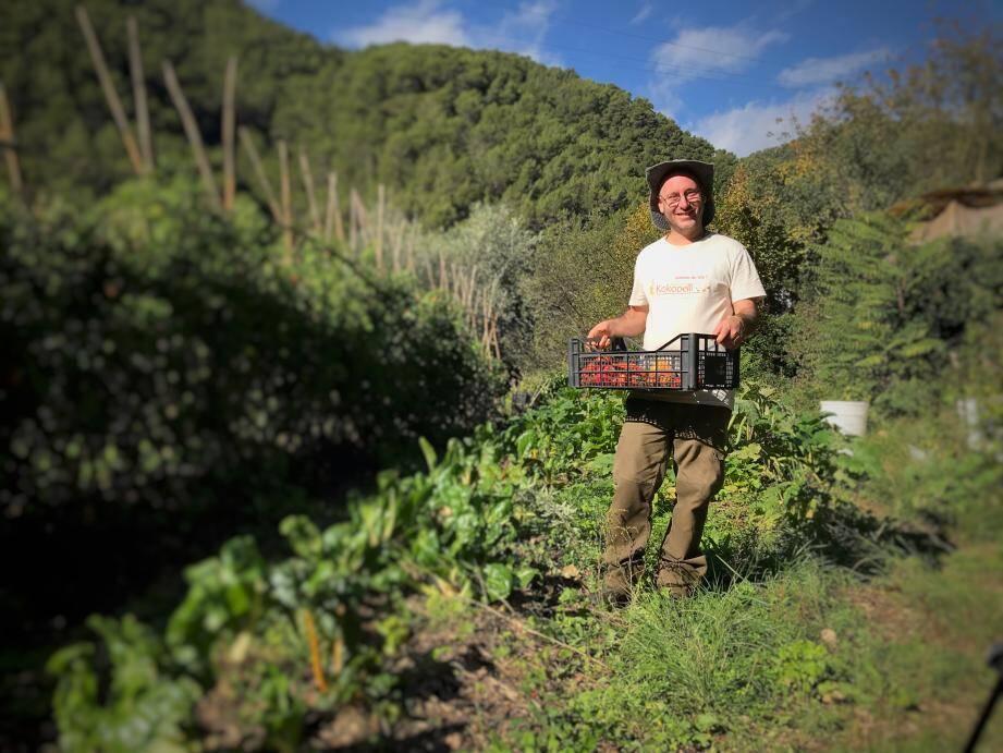 Michael Gauci, maraîcher à la Grave de Peille, cultive tomates, courgettes, aubergines... sur des terrains prêtés par une propriétaire.